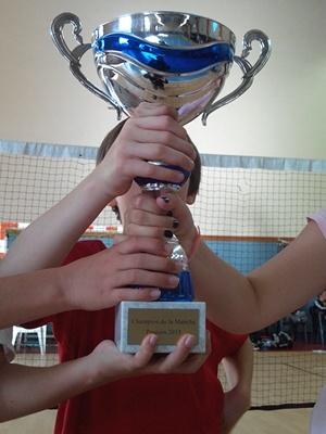 Les poussins du PLO ont mis les mains sur la coupe de champion 2015